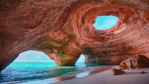 grotte benagil lieux insolites
